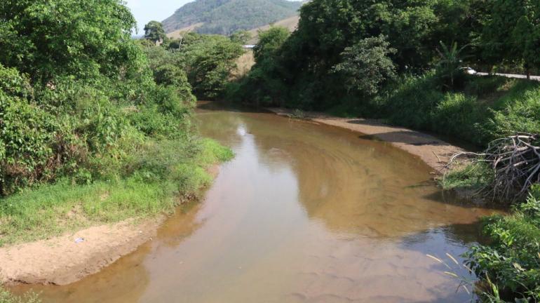 Limpa Rio: projeto leva desassoreamento às margens e leitos dos principais rios fluminenses