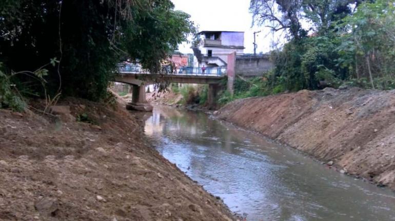 Dragagem do Rio Barra Mansa já recolheu cerca de mil toneladas de resíduos