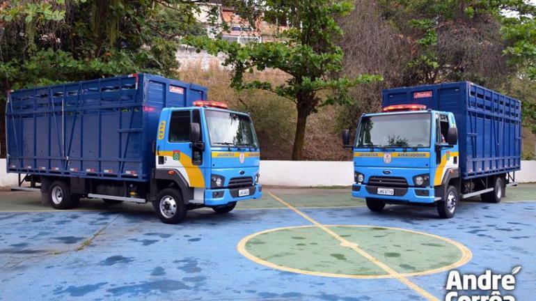 Secretário do Ambiente entrega à Polícia Militar caminhões para reforçar prevenção de acidentes com animais nas rodovias