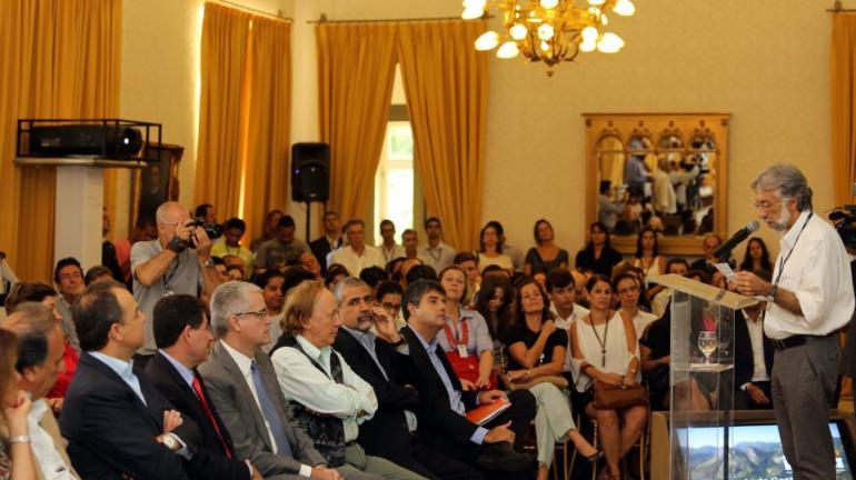 André Corrêa participa de cerimônia de entrega de gratificações aos servidores do INEA