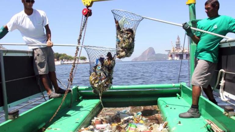 Secretaria do Ambiente mantém trabalho de limpeza na Baía de Guanabara