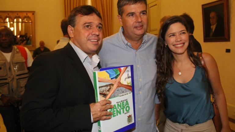 Governo do Estado entrega Planos Municipais de Saneamento Básico para 34 cidades fluminenses
