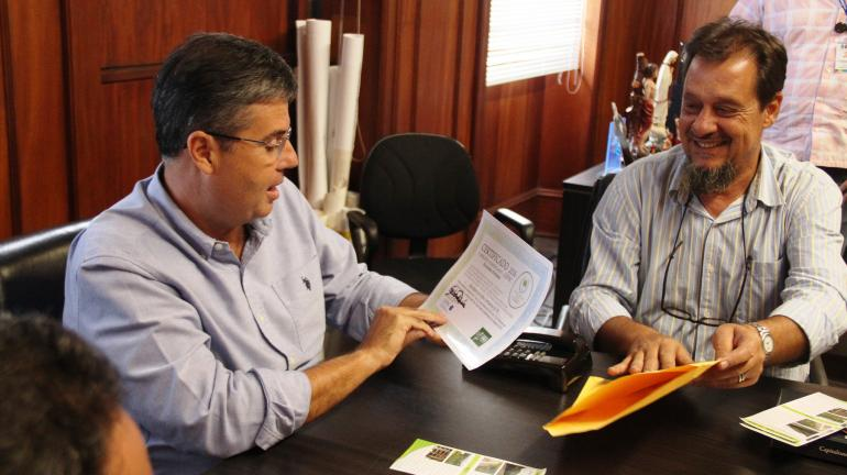 Secretário André Corrêa recebe Certificação Emissões Evitadas