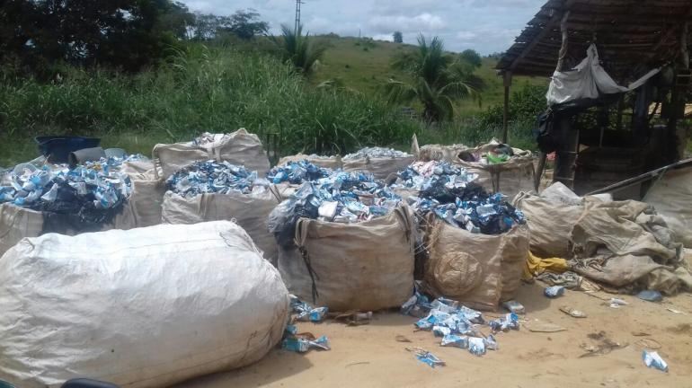 Lixão é encontrado por policiais da 3ª UPAm em Aperibé após uma denúncia do Linha Verde