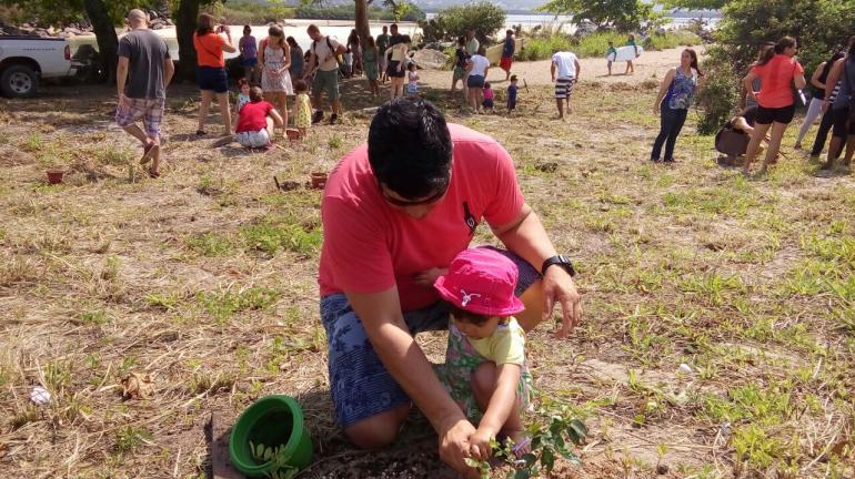 Crianças celebram o Dia Mundial da Árvore no Parque Estadual Serra da Tiririca, Região Litorânea de Niterói