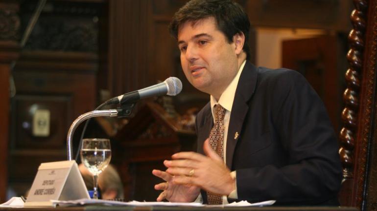 Deputado André Corrêa articula reestruturação do Plano de Cargos da UERJ