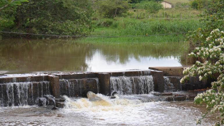 Limpa Rio avança na limpeza do ribeirão Santo Antônio, em Miracema