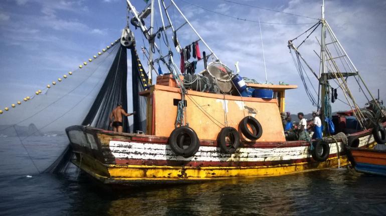 Duas embarcações são apreendidas em fiscalização deflagrada na Reserva Extrativista da Marinha de Itaipu, em Niterói