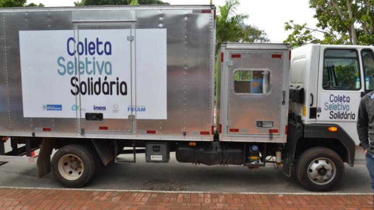 Arraial do Cabo recebe caminhão de coleta seletiva