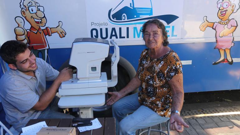 Estado oferece atendimento médico móvel a idosos