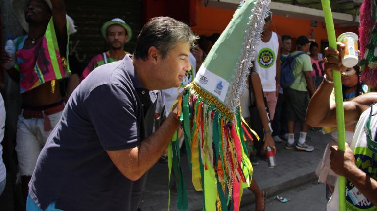 Bloco De Olho no Lixo na Folia leva alegria a moradores da Rocinha