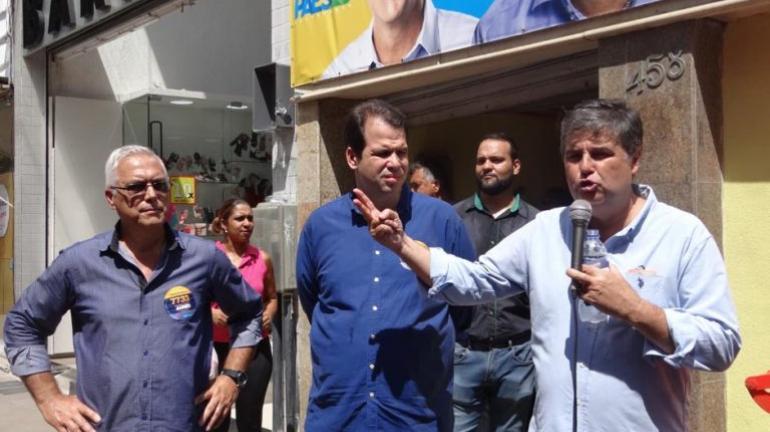 Maxwell Vaz recebe André Corrêa e Áureo em ato político no Calçadão