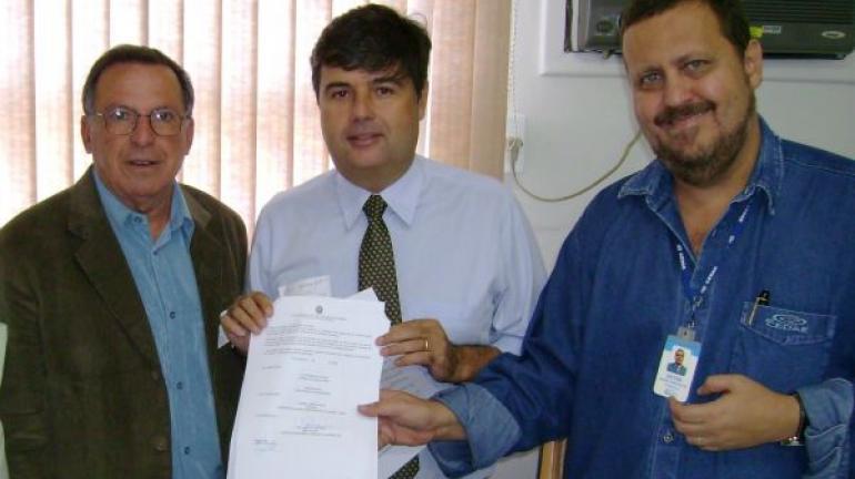 André Corrêa e Artur Garcia conseguem verba da Cedae para água em comunidade de Madalena
