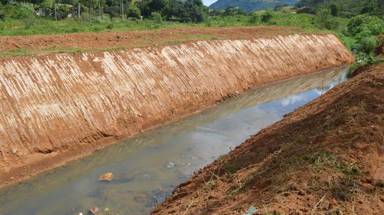 Limpeza no Canal da Varginha ganha destaque em Valença