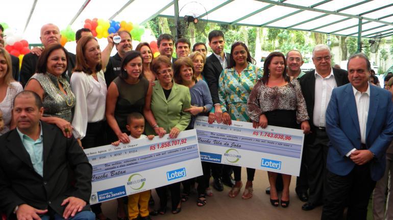 Entidades assistenciais recebem vans, ambulâncias e recursos do RioSolidário/Loterj