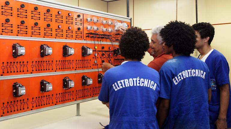 FAETEC abre 500 vagas em cursos técnicos de nível médio
