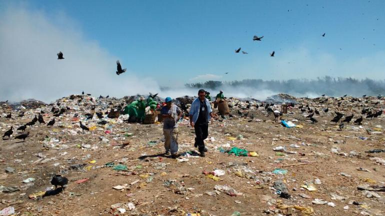 Inea interdita lixão clandestino em Arraial do Cabo