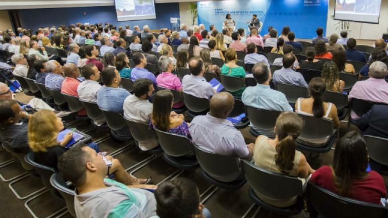 FIRJAN lança cartilha para orientar empresários sobre legislação ambiental