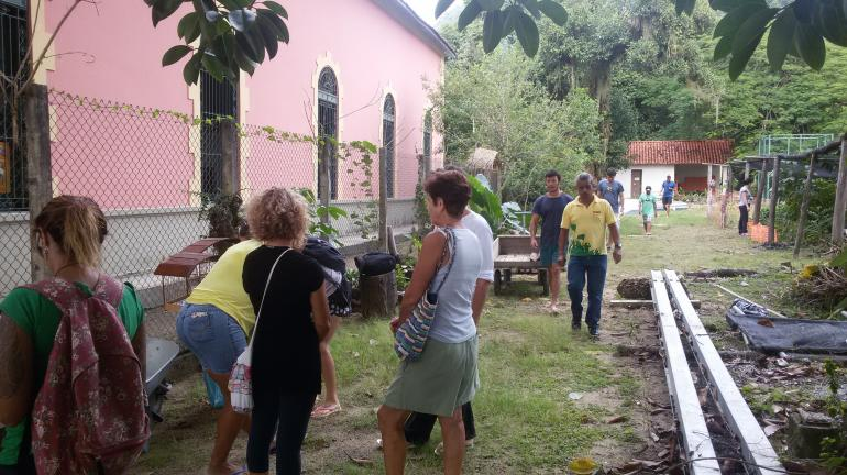 Mutirão de limpeza mobiliza moradores em Ilha Grande