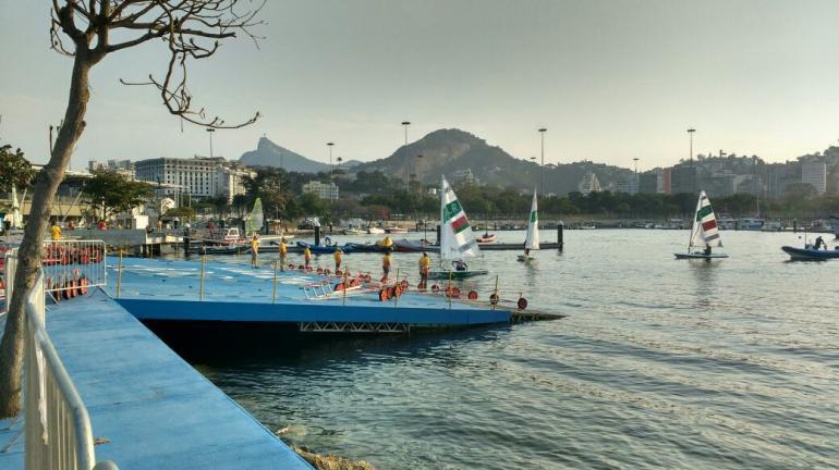 A Baía de Guanabara e o complexo de vira lata no divã