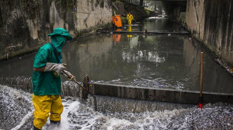 Projeto De Olho no Lixo promove mutirão de limpeza na Estação Elevatória de São Conrado
