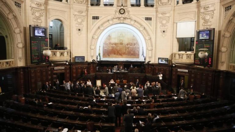 Votação de elevação do ICMS é adiada para terça; fim do Renda Melhor segue em pauta