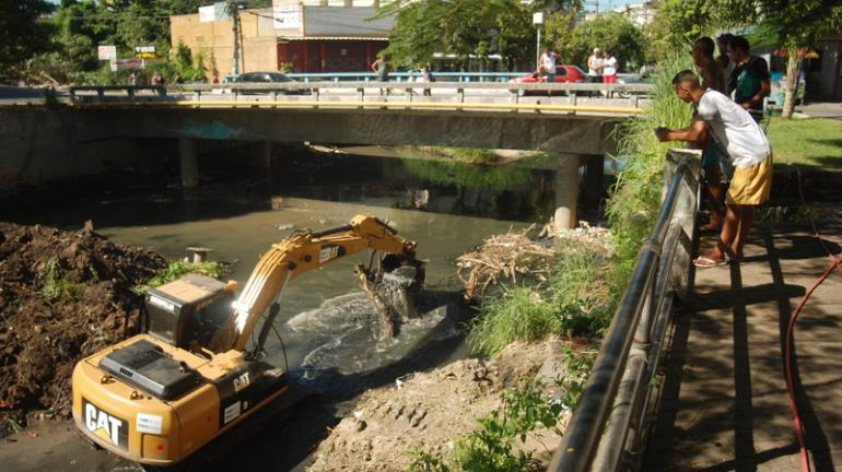 Inea começa limpeza e dragagem do Rio Alcântara para evitar enchentes