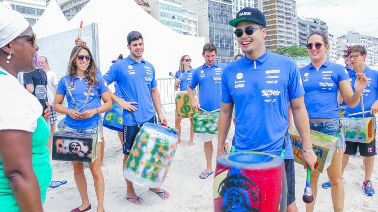 Alunos do Funk Verde, do Projeto De Olho no Lixo, da Secretaria de Estado do Ambiente, fazem apresentação musical com a participação de atletas de elite da competição aquática Rei e Rainha do Mar