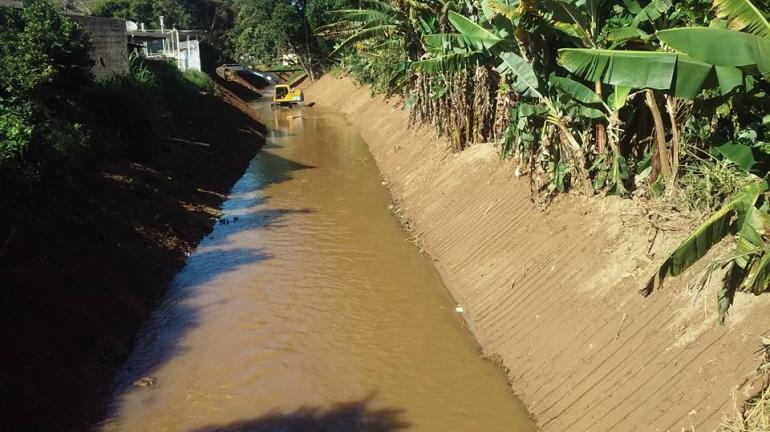 SEA e Inea realizam limpeza do Rio Formiga em Teresópolis