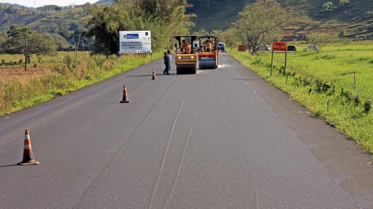 DER usa asfalto borracha no recapeamento da RJ-125