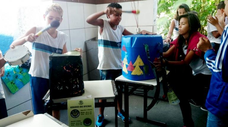 Oficinas do projeto De Olho no Lixo – Baia de Guanabara encantam os moradores das comunidades Roquete Pinto e Praia de Ramos