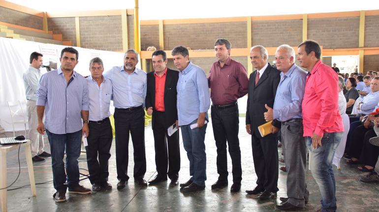 Secretário André Corrêa entrega Licença de Operação para 17 empresas do setor de mineração do Noroeste Fluminense