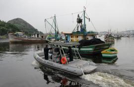 Itaipu: Inea autua 11 barcos de pesca