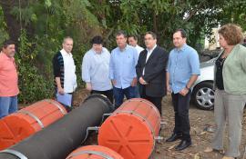 Secretário do Ambiente entrega sistema de captação para combater efeitos da crise hídrica no Paraíba do Sul