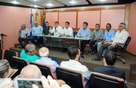 CARDOSO MOREIRA PARTICIPA DE ASSINATURA DE CONVÊNIO PARA LIMPEZA DE CANAIS E RECUPERAÇÃO DE COMPORTAS NA REGIÃO
