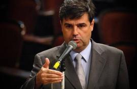 Preso por depósito errado, deputado do Rio pede indenização de banco