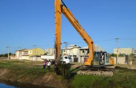 Prossegue limpeza de canais em São João da Barra