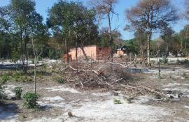 Ação de fiscalização reprime construções irregulares em áreas protegidas de Arraial  do Cabo