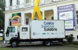 Petrópolis ganha caminhão para coleta seletiva