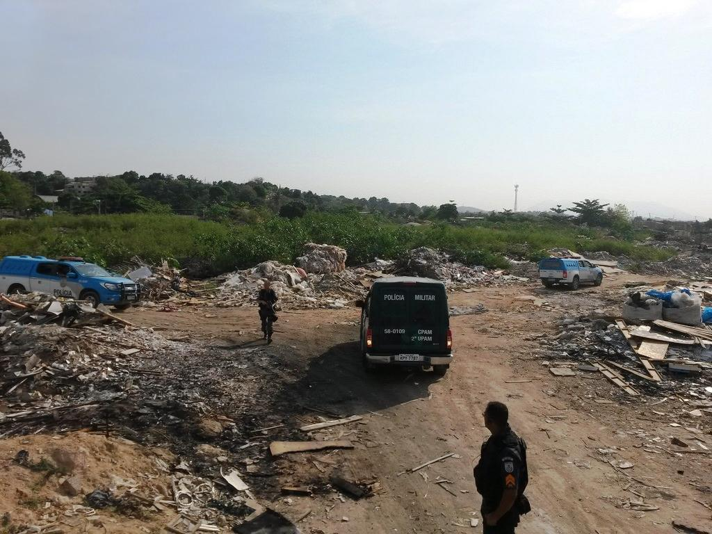 Inea inicia programa de combate a crime ambiental na Baía de Guanabara e prende 4 homens, em Jardim Gramacho