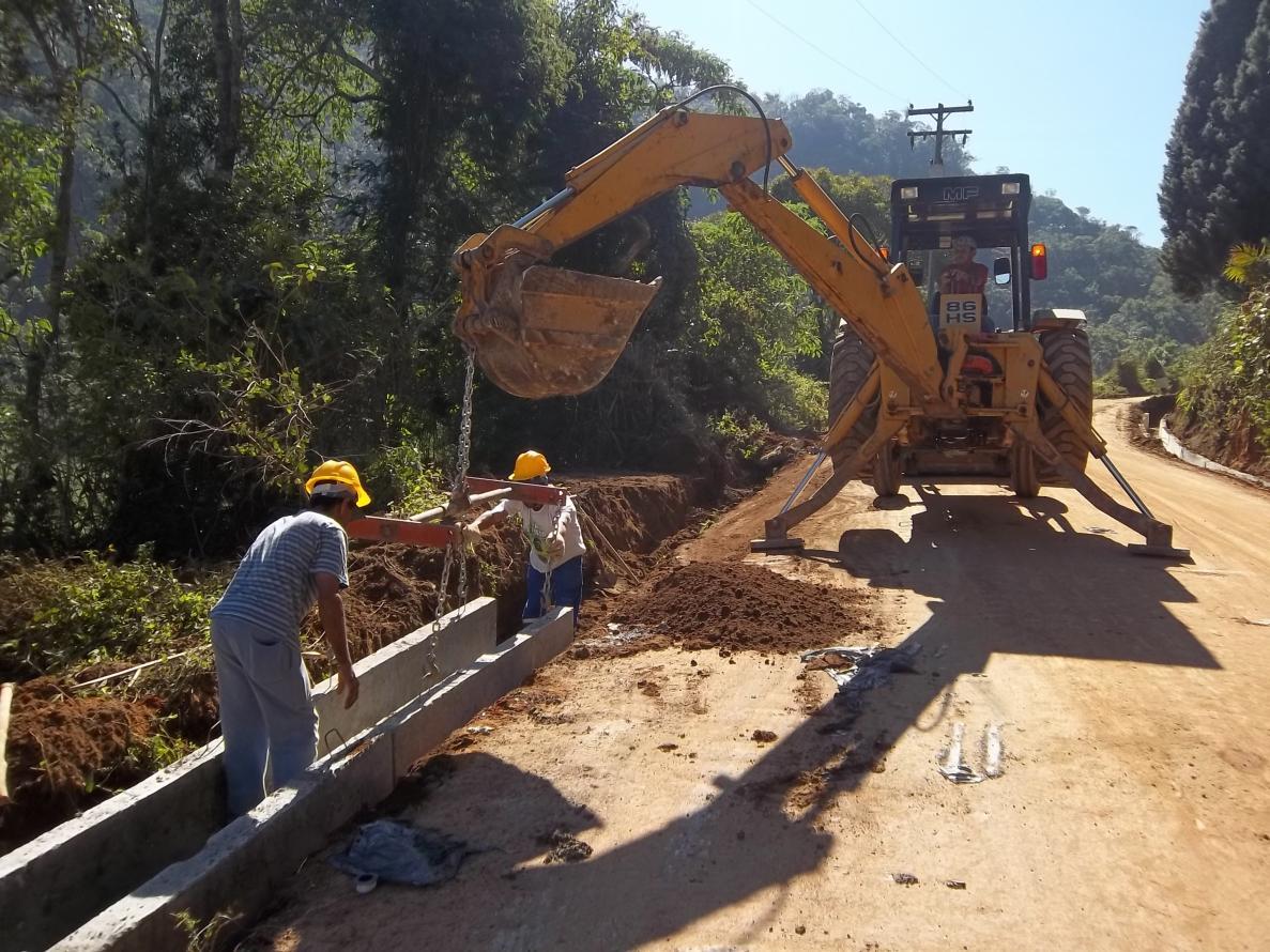 Estradas rurais de Nova Friburgo recebem obras de drenagem pluvial