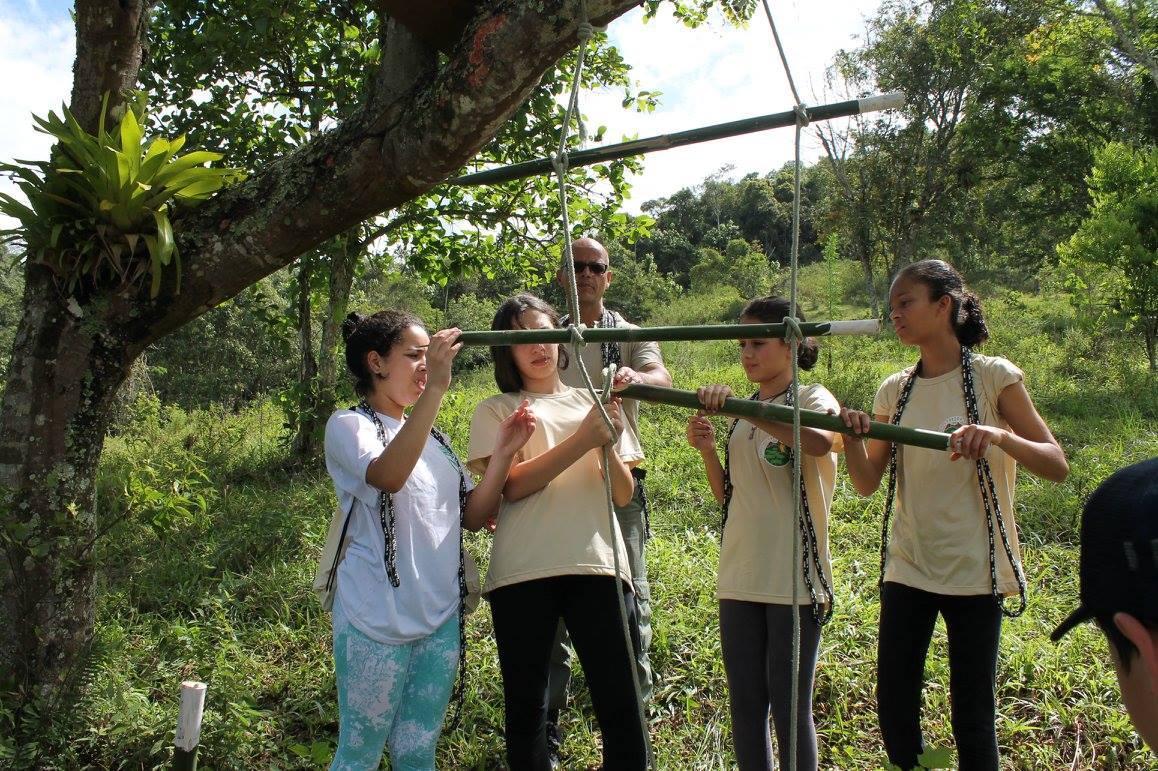 Jovens recebem certificados de conclusão de curso de formação de guarda-parques mirins no Parque Estadual da Pedra Selada