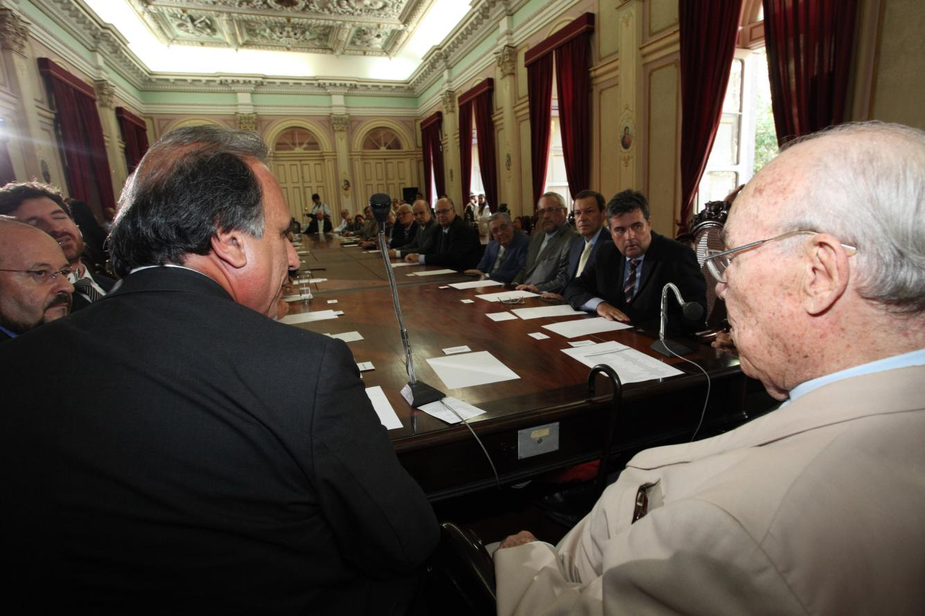 Deputado André Corrêa participa de reunião sobre reabertura da Santa Casa de Misericórdia