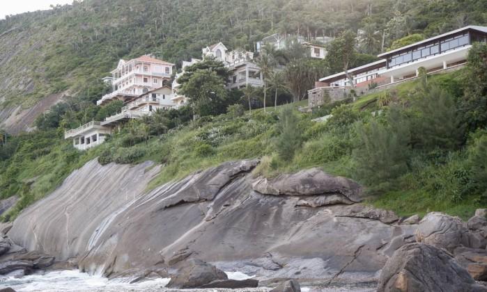 Condomínio de luxo em Niterói se liga à rede de esgoto após dez anos