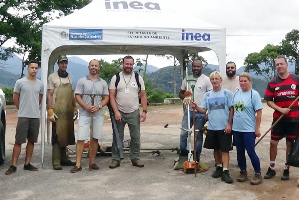 Voluntários iniciam recuperação da Colina dos Mirantes