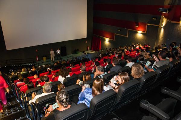 Governo investe no setor audiovisual e inaugura cinemas no interior