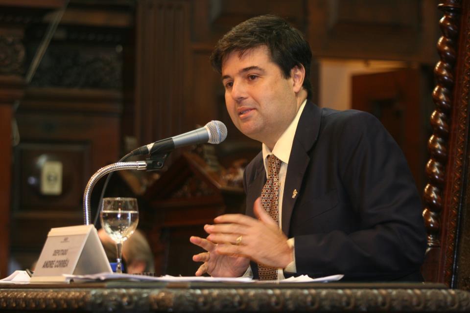 Governador assina lei de André Corrêa que prorroga redução de imposto para indústria da moda no estado