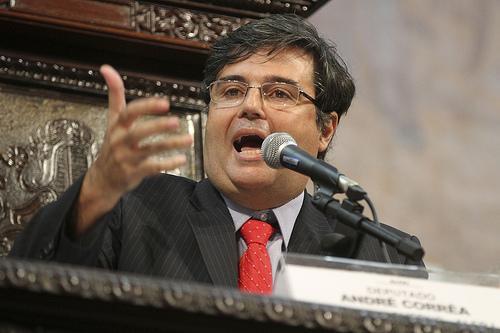 Líder do Governo articula antecipação do aumento dos funcionários do Theatro Municipal