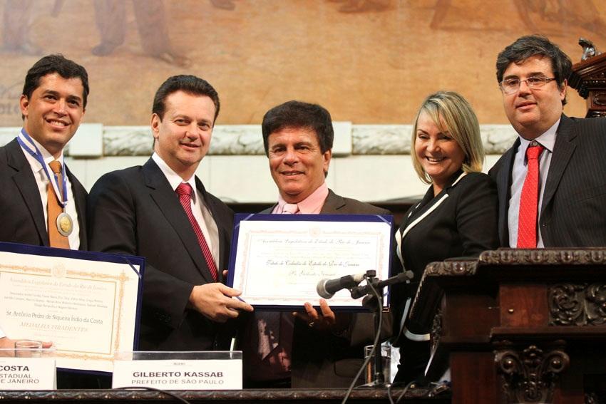 Deputado André Corrêa entrega homenagem ao Prefeito Gilberto Kassab e Indio da Costa
