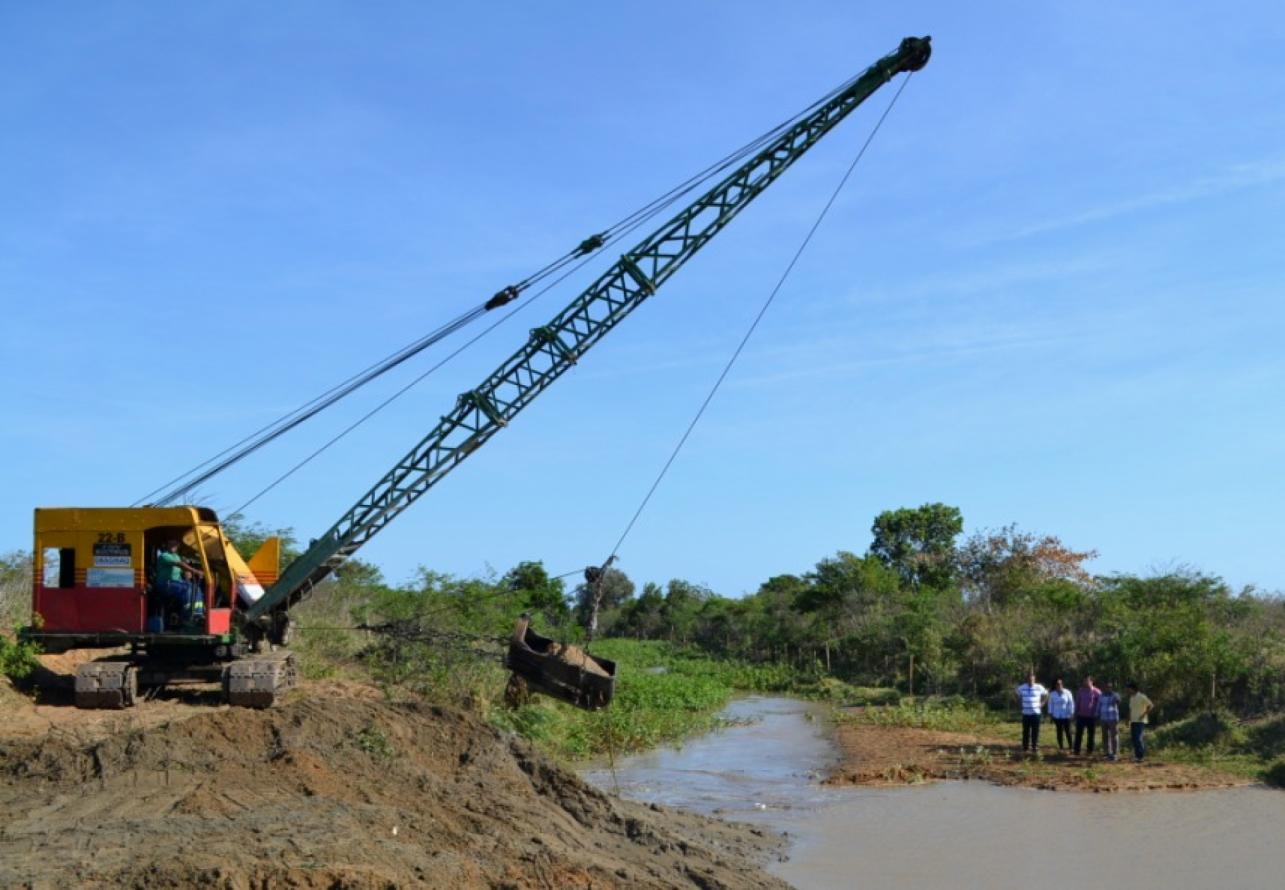Canal São Bento, em São João da Barra, passa por limpeza